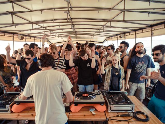 Happy Boat| Africa On Board